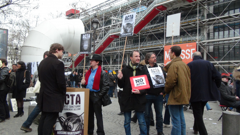 Manifestation_anti_ACTA_Paris_10_mars_2012_10.jpg