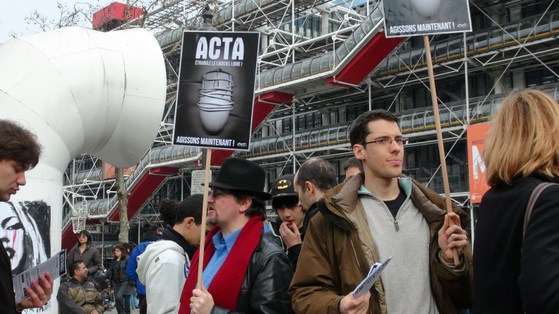 Manifestation_anti_ACTA_Paris_10_mars_2012_16.jpg