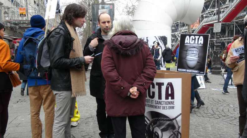Manifestation_anti_ACTA_Paris_10_mars_2012_07.jpg