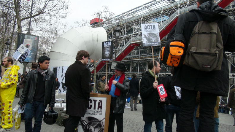 Manifestation_anti_ACTA_Paris_10_mars_2012_12.jpg